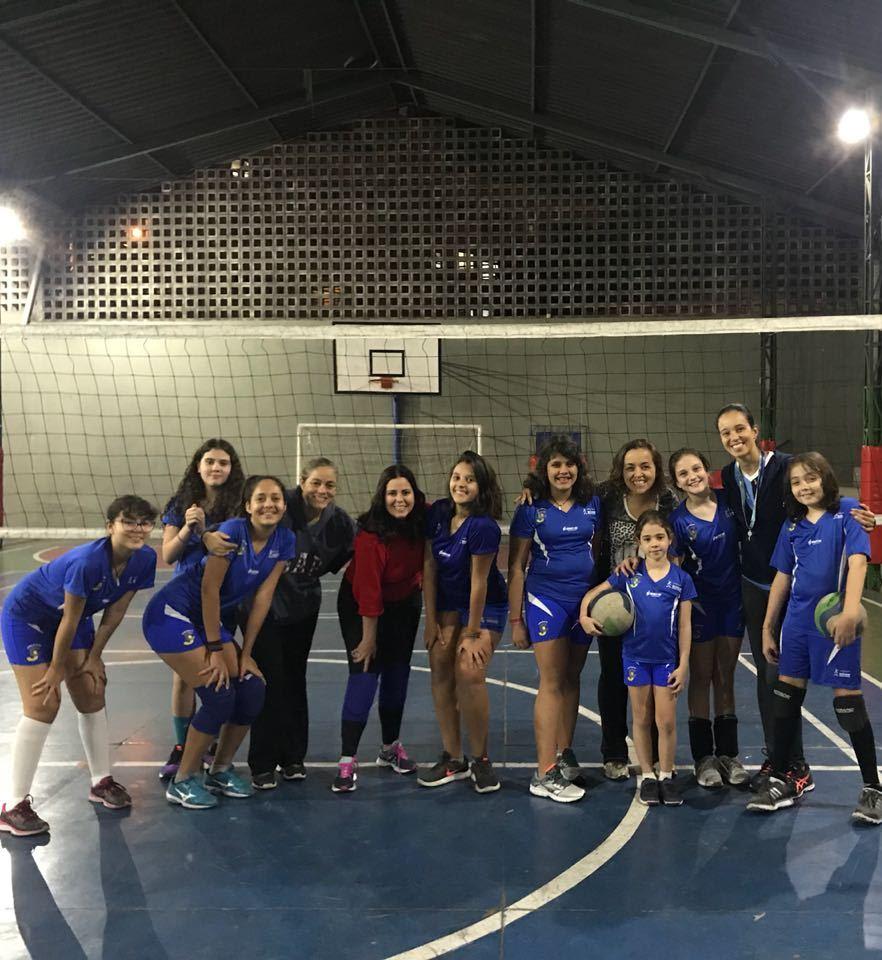 Alunos da Escola de Esportes participam de aula com as mães
