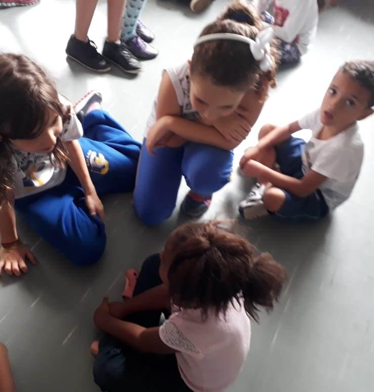 Entrega de donativos do Projeto Escola do Bem