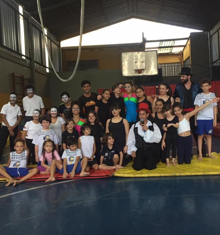 Apresentação de alunos do Circo