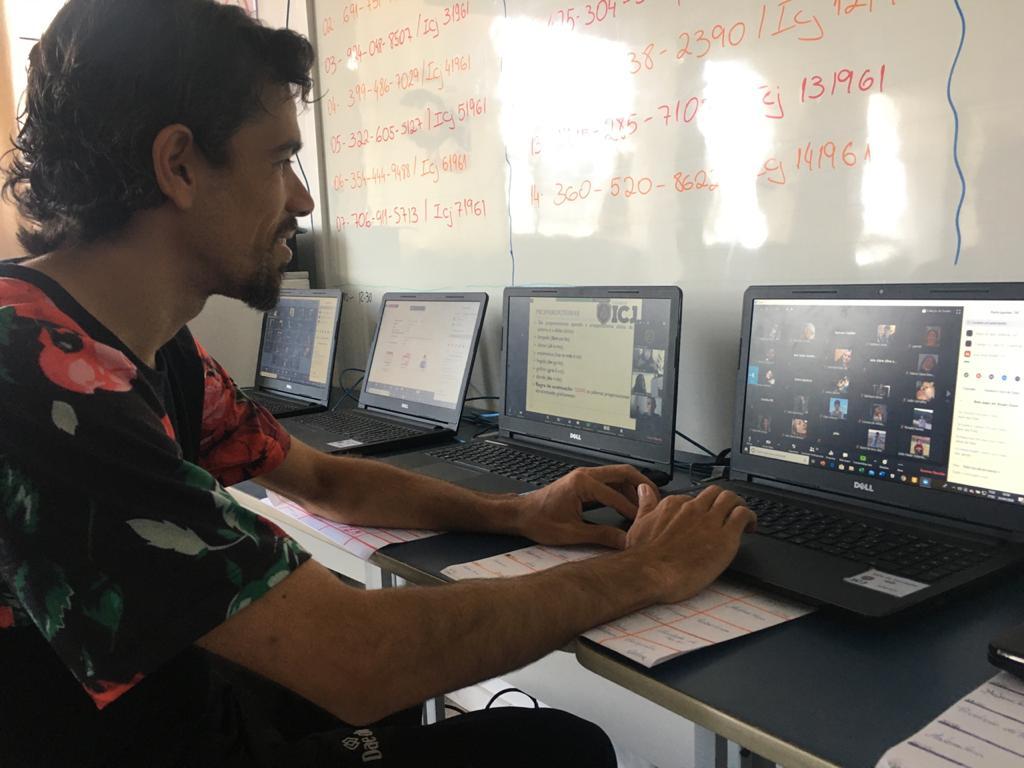Aulas virtuais: uma nova maneira de aprendizado
